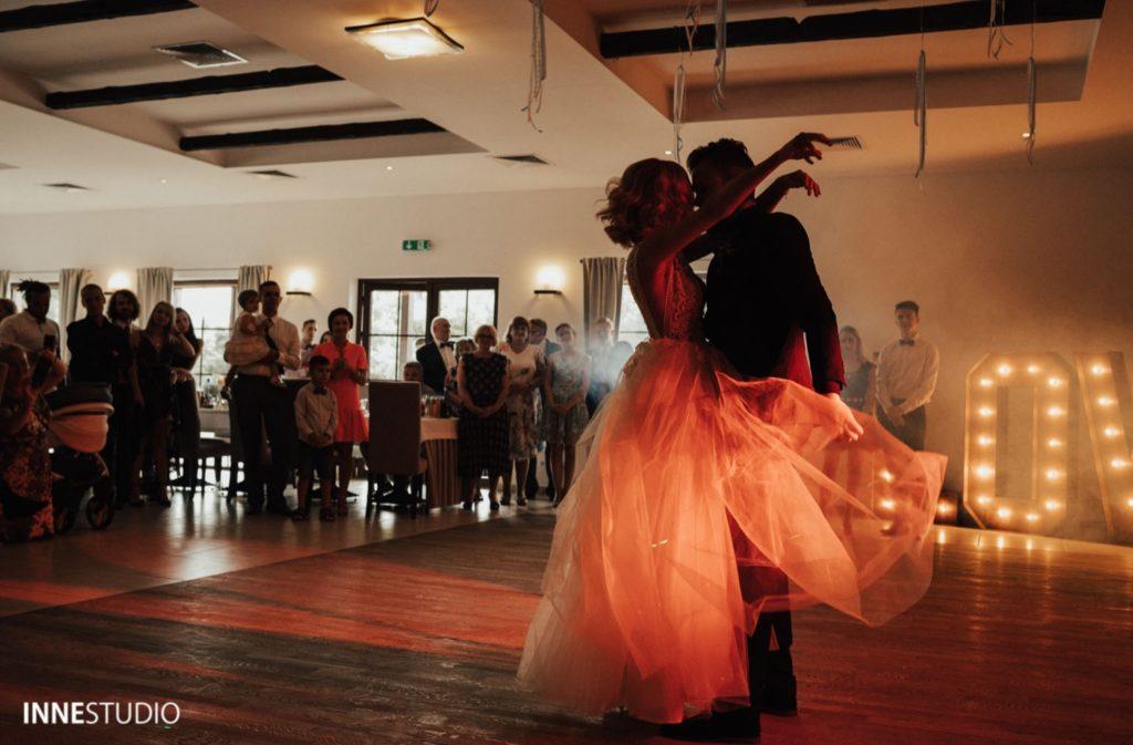 Zakochani, Para Młoda na weselu